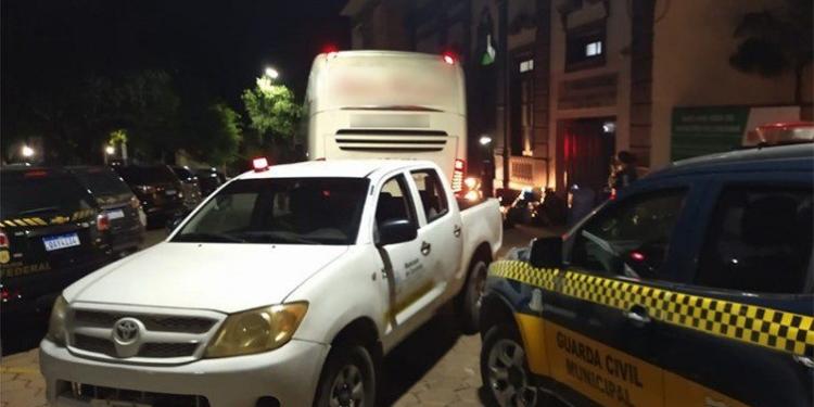 Ônibus de turismo, com 12 passageiros bolivianos, seguia para São Paulo - Foto: Coordenadoria de Posturas