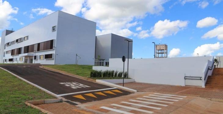 O governador Reinaldo Azambuja explicou que a entrega faz parte do projeto de levar saúde mais perto das pessoas Fotos: Franz Mendes