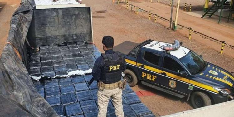 Droga estava escondia no caminhão - Crédito: Divulgação PRF