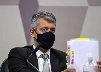 Ex-diretor do Departamento de Logística do Ministério da Saúde, Roberto Ferreira Dias (foto: Edilson Rodrigues/Agência Senado)