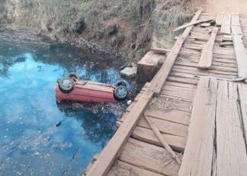 Carro submerso é encontrado com corpos de seis jovens em região rural