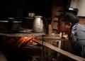Uma churrasqueira velha se tornou o fogão improvisado de Dulce Januário