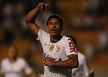 Paulinho está livre no mercado após rescindir contrato com o Al Ahli-SAU Foto: Eduardo Viana